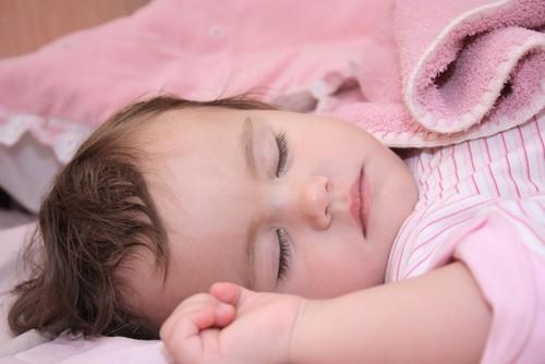 9 wochen altes baby schläft tagsüber nicht